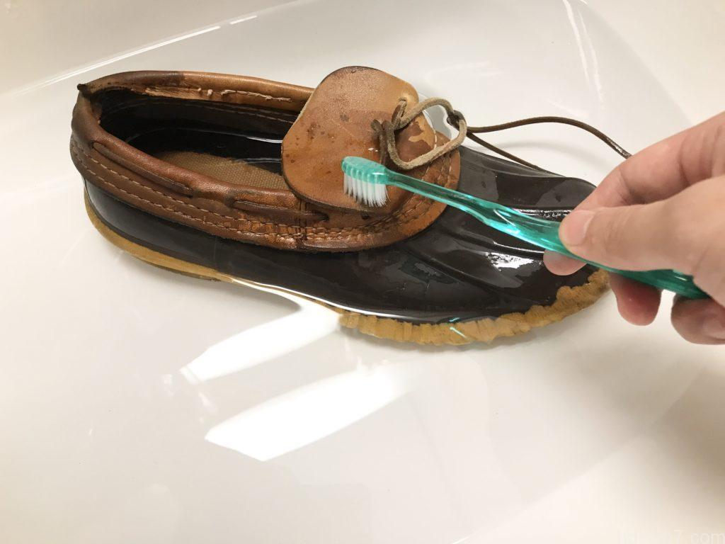 ビーンブーツのモカシンを丸洗いしている