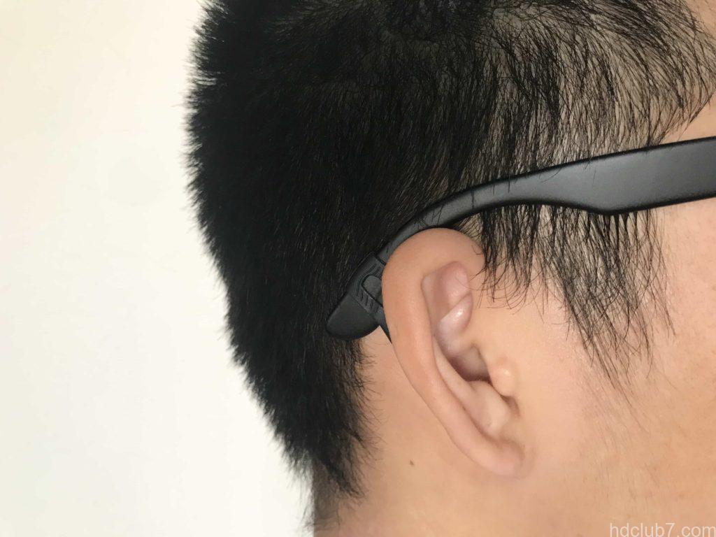 耳の高さの違いをメガロックVでフレーム調整されたメガネ
