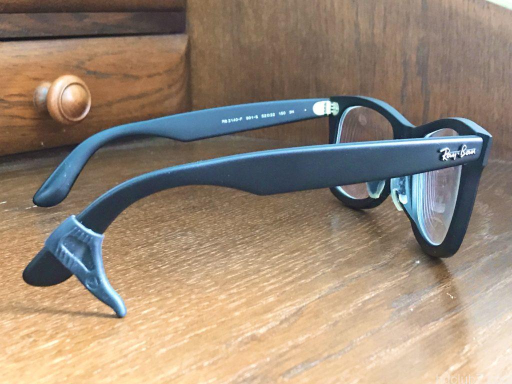耳の高さの左右の違いをメガロックVでフレーム調整されたメガネ