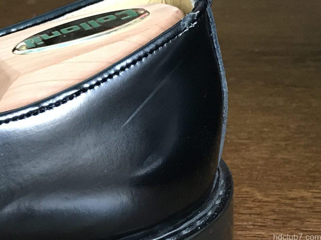 3ヶ月履いたハルタのプレーントゥシューズ(ガラスレザー)にできた傷