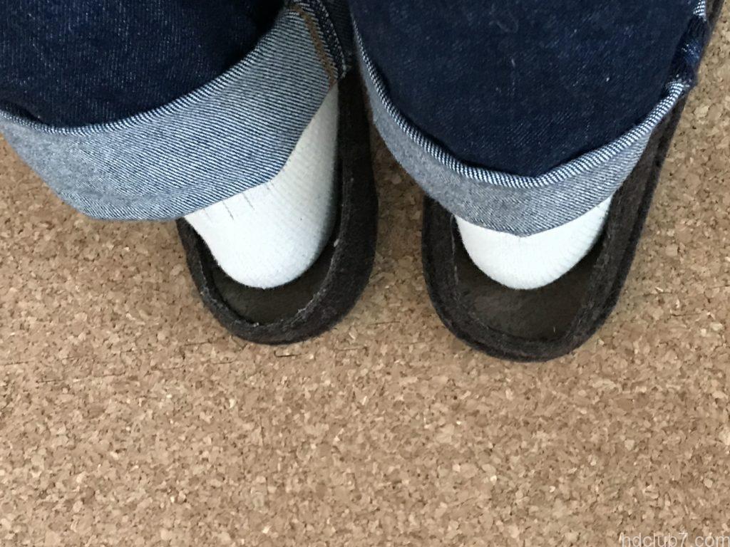 クロックスの室内モデルのクラシックスリッパの靴下を履いたときのサイズ感