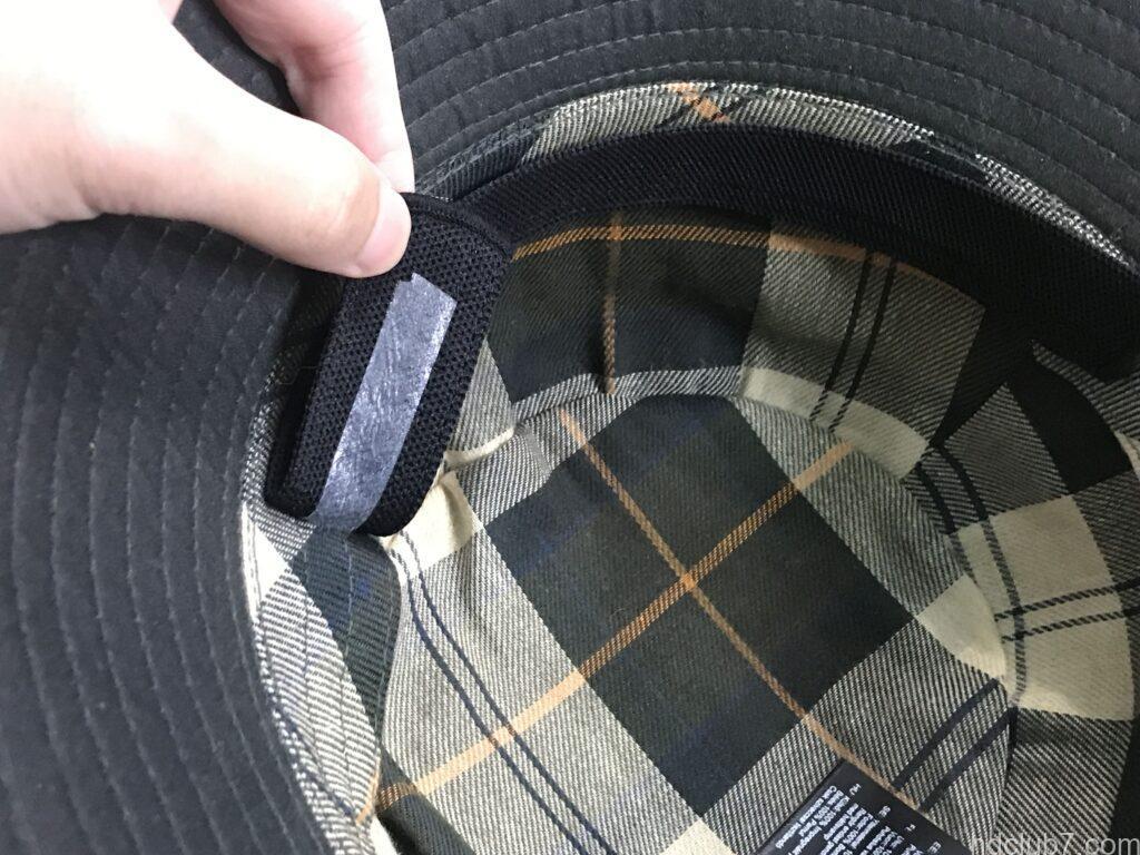 ニューエラのキャップ&ハットライナーを剥がされているバブアーのバケットハット
