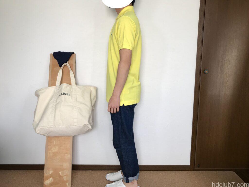 ラコステの日本製ポロシャツL1212ALの新品とリーバイス501を着た男