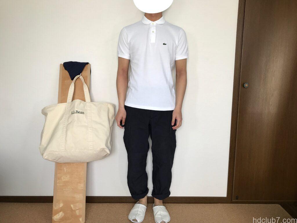 ラコステの半袖ポロシャツのボーイズモデルPJ2909のサイズ16とプロッパーのカーゴパンツを着た人