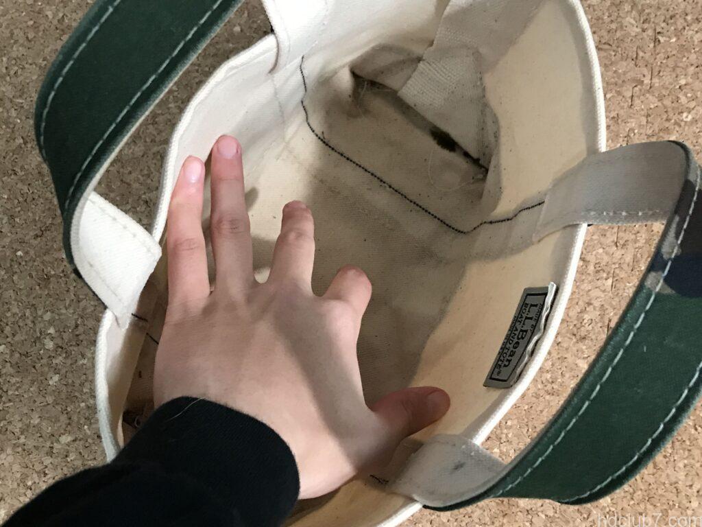 洗濯して乾燥前に形を整えられてるエルエルビーンのトートバッグミニ