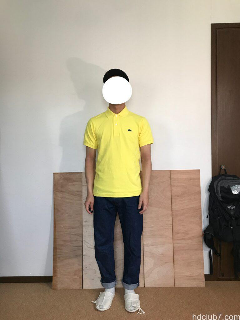 5度洗濯したラコステのポロシャツL1212のサイズ2とリーバイス501を着た人