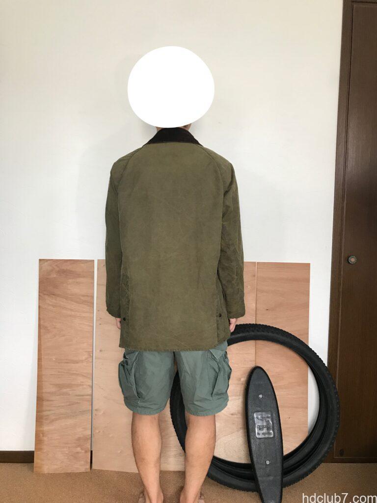 洗濯後のバブアーのビデイルとラコステのポロシャツを着た人