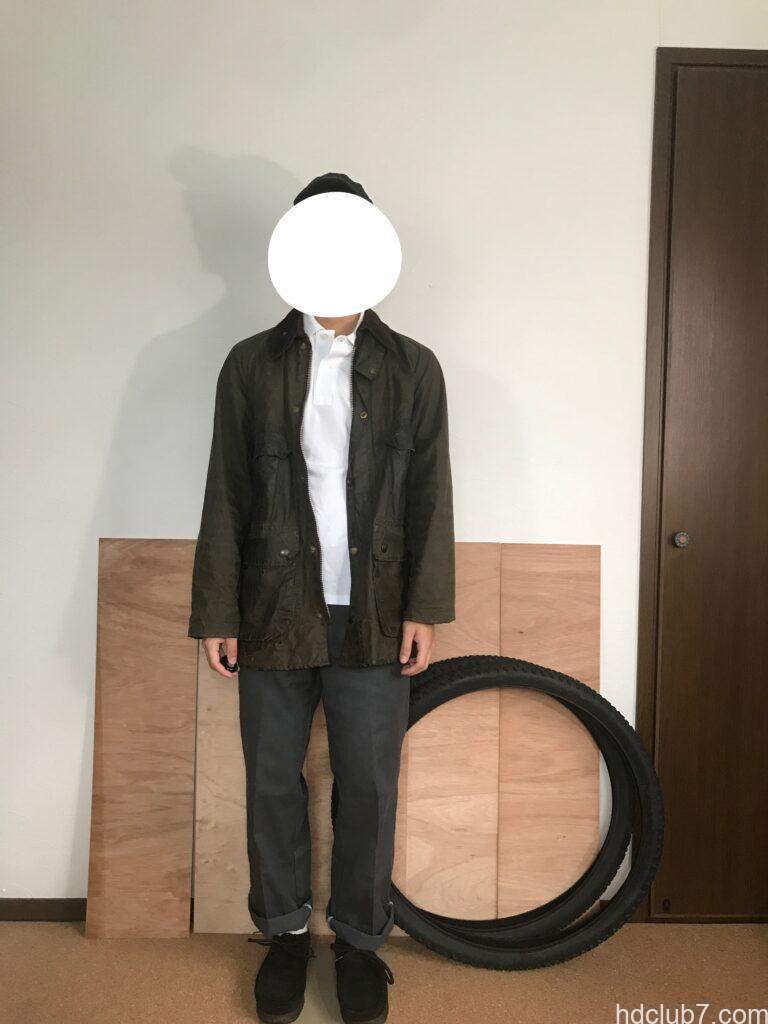 2ワラントのバブアービデイルとラコステのポロシャツとディッキーズの874を着た人