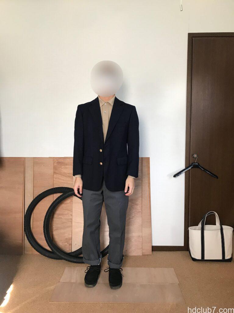 ラコステの長袖ポロシャツL1312に紺ブレを羽織った人